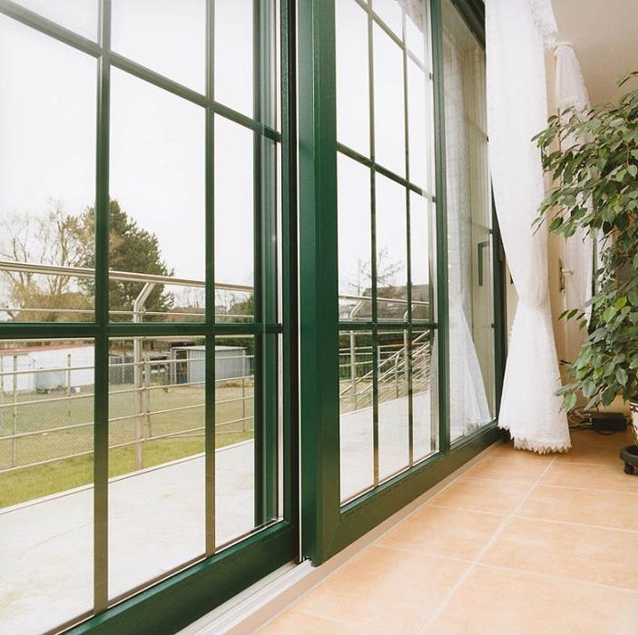 Раздвижные пластиковые двери (ПВХ) REHAU Brilliant-Design