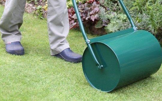 Ручной газонный каток