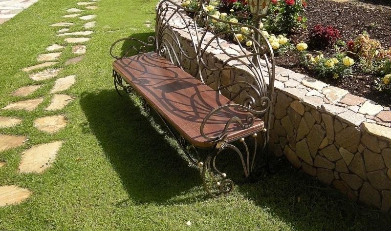 Кованая садовая мебель - скамейка для дачи