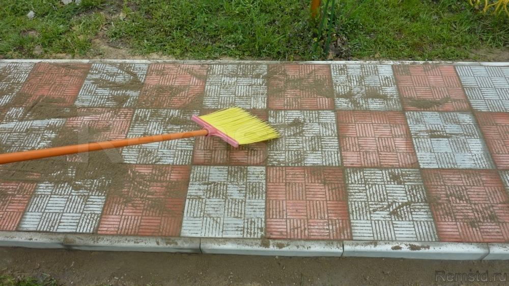Укладка дорожек тротуарной плиткой своими руками 48
