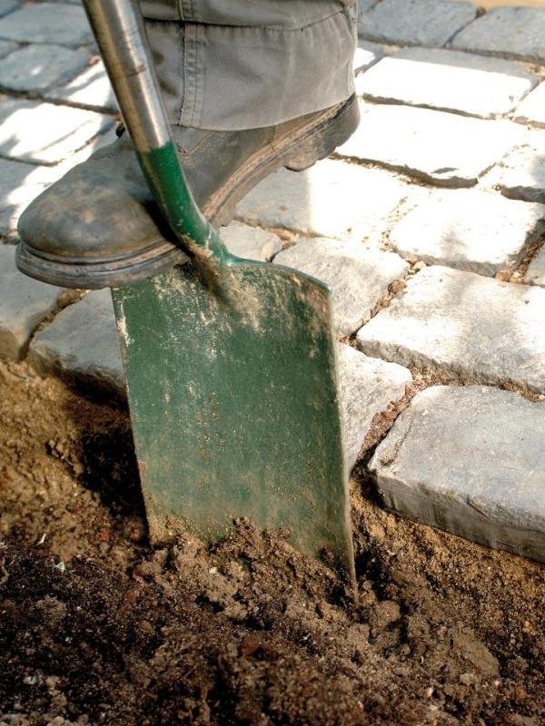 Мощение садовой дорожки из камня
