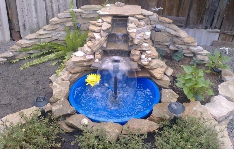 Садовый декоративный пруд и каскадный водопад