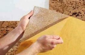 Декорирование стен пробковыми панелями