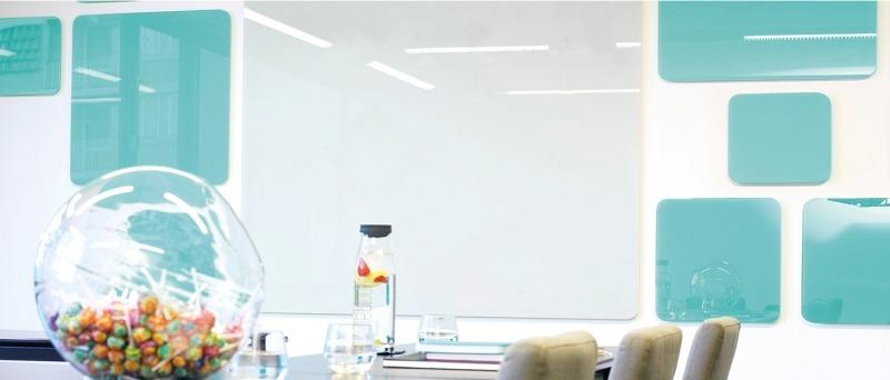Интерьер с магнитно-стеклянными панелями