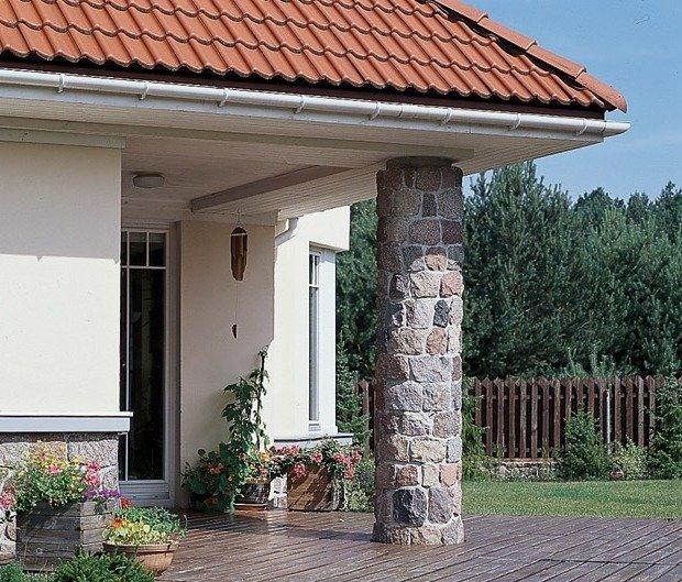 Как декорируют опорные столбы дома