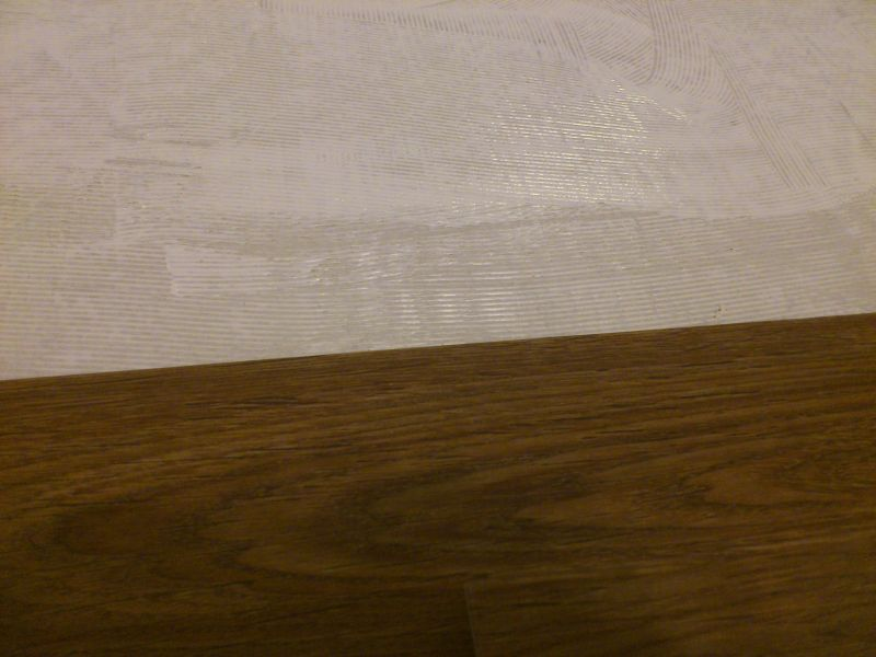 Укладка напольной ПВХ плитки