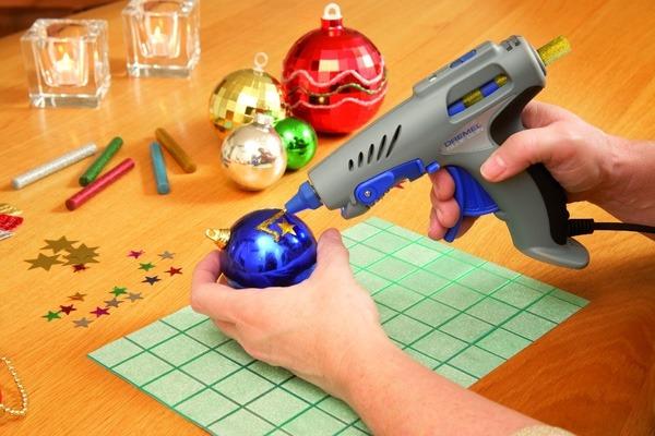 Используем аккумуляторный клеевой пистолет
