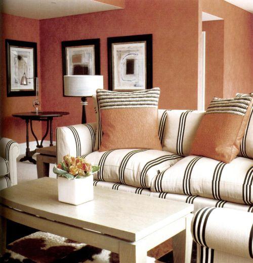 Мебель четких очертаний и светлых тонов усиливает шик