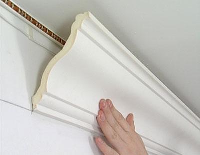 Перекрытие угловых стыков между потолком и стенами