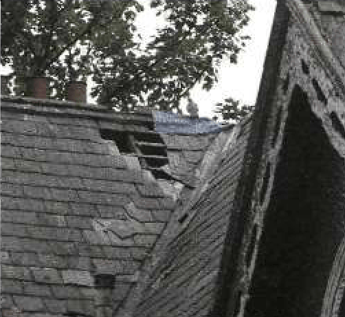 Затекание воды через щели и дыры в поврежденной крыше