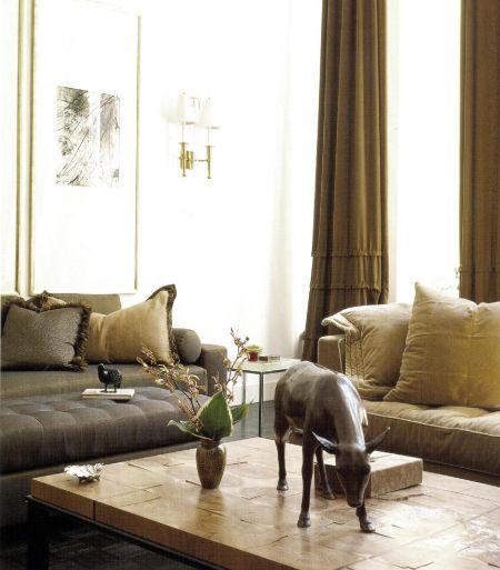 В этом интерьере Ларри Ласло смешал тщательно отобранные коричневые тона и оттенки кэмел и капучино.