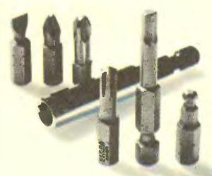 Насадки или биты для завинчивания столь же разнообразны, как и головки шурупов, винтов и болтов. Дрель без реверса отвинчивать не может.