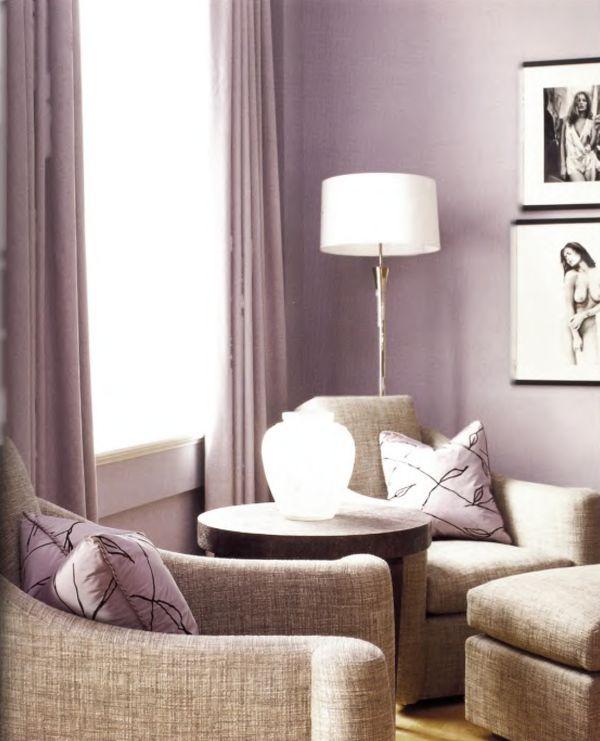 Сиреневый интерьер удивительной мягкости создан Джейми Дрейком. Эффект возникает за счет использования фактурной смесовой ткани, отливающей вереском, которая красиво оттеняется сиреневым шелком подушек.