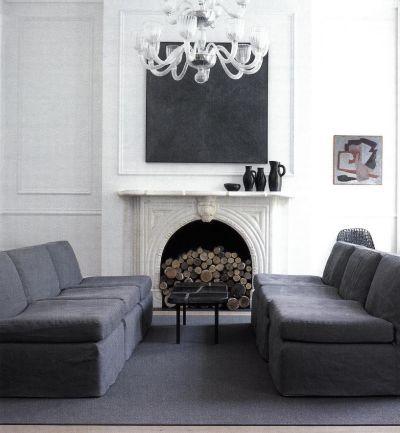 Темно-серая диванная зона оформлена Джеймсом Кейджером и Ричардом Ферретти в содружестве со Стефеном Робертсом.