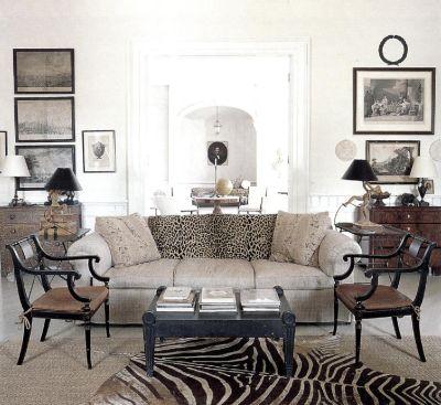 С ковром с рисунком шкуры зебры и накидки на диван под леопарда в традиционный элегантный интерьер вносится дух Африки.