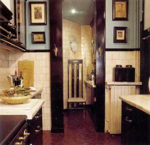 Оформление этой кухни (дизайнеры Кооренгель и Кальваграк) очень красивое и в то же время практичное.