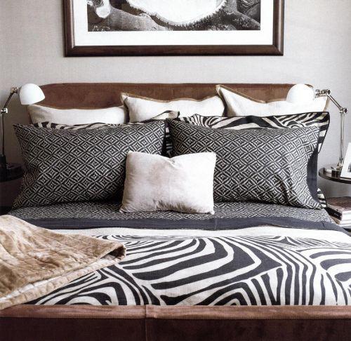 Это пример, как можно декорировать спальню с помощью постельного белья из коллекции в стиле сафари от Ральфа Лорена.
