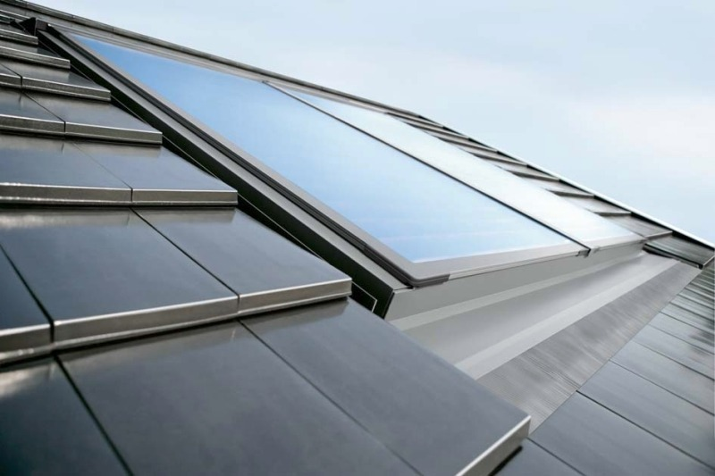 Солнечный коллектор Buderus, установленный на крыше дома