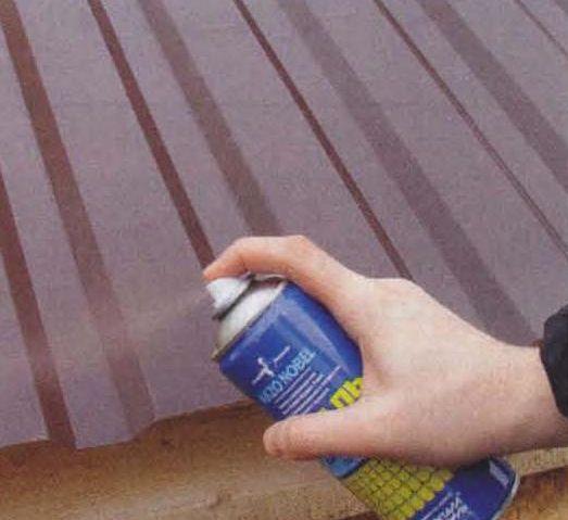Аэрозольная ремонтная эмаль надёжно защитит обрезные кромки, устранит царапины, потёртости, сколы, которые могут появиться во время кровельных работ