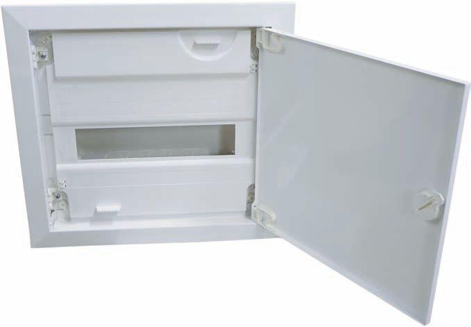 Пластиковый бокс внутренней установки: панель прикрывает внутренние соединения, оставляя открытой лицевую сторону автоматов