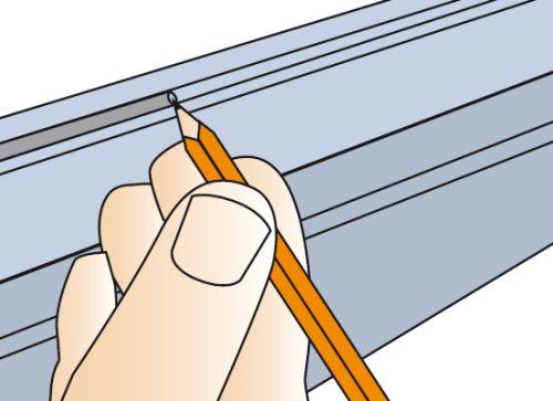 Отметки карандашом делаются, когда крышки приложены к коробу, чтобы в месте состыковки они плотно прилегали друг к другу