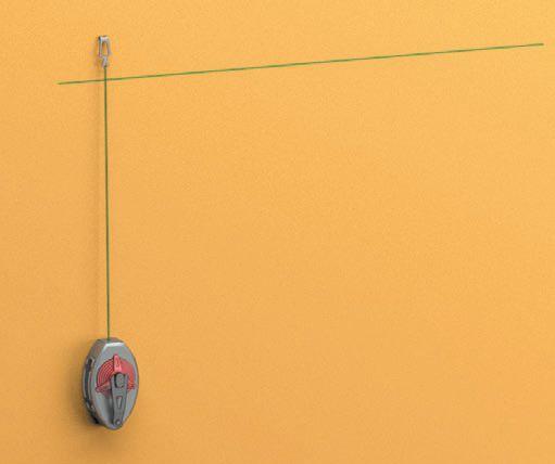 Шаг первый: выполняется разметка стены при помощи отбивки — окрашенной нити