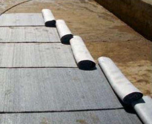 Укладка бентонитовых матов под монолитную железобетонную фундаментную плиту