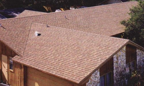 Битумная черепица образует на крыше сплошной герметичный ковер