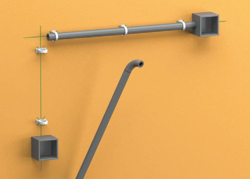Шаг пятый: разрежьте трубы на куски необходимой длины, а потом укрепите их в клипсах, подгоняя размеры аксессуаров