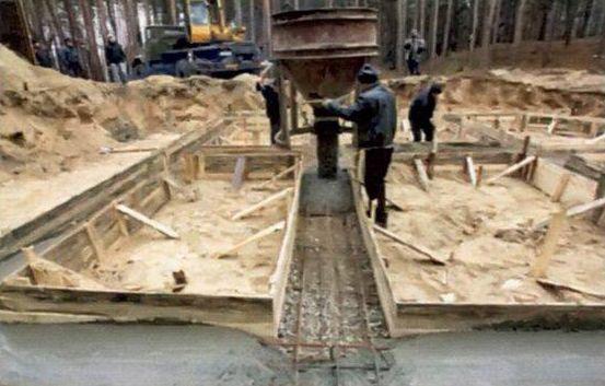 Количество бетона регулируют при помощи специального ковша