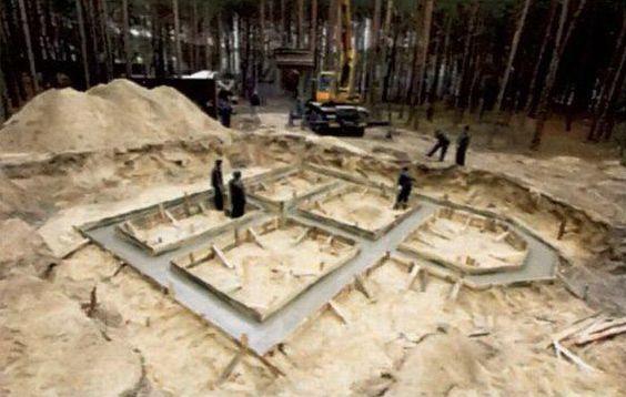 Залитый фундамент надо накрыть и выдержать без нагрузки две-три недели