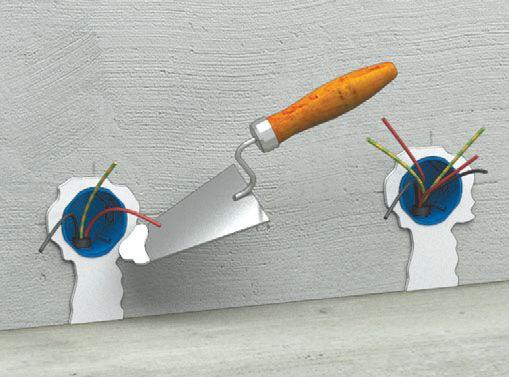 Шаг пятый: труба в штробах и коробки замазываются штукатуркой