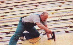 На контробрешетку укладывают сплошную обрешетку из ОSВ-плиты