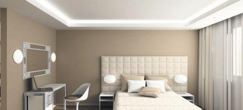 Трубчатые люминесцентные лампы, располагаясь за карнизом из гипсокартона, создают мягкое и равномерное освещение по периметру комнаты