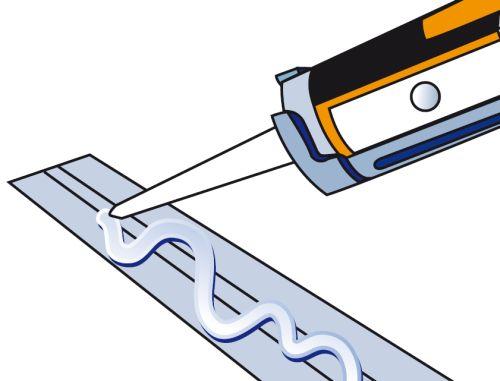 Шаг второй: на тыльную сторону спинки кабель-канала наносится клей