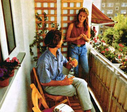 После несложного ремонта балкон типового панельного дома стал излюбленным местом отдыха