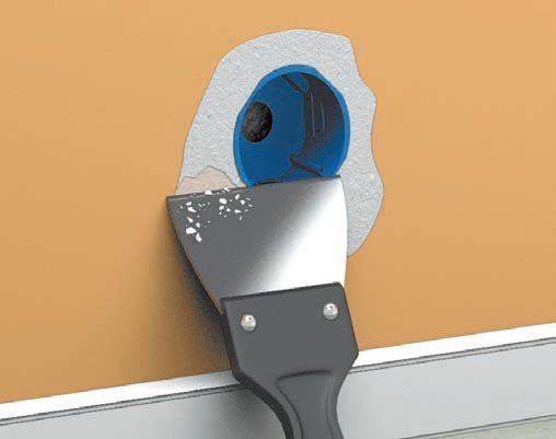 После того как штукатурка подсохнет, шпателем подравниваются края поверхности и удаляется смесь из коробки