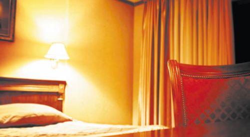 Светильник смешанного типа. Лампа дает 3 типа освещения: направленное вниз, рассеянный свет сбоку и отраженный сверху