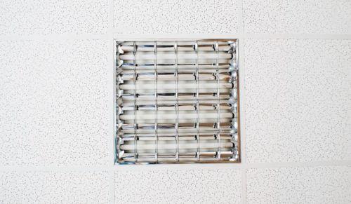 Люминесцентный потолочный встраиваемый светильник на 4 лампы по 18 Вт