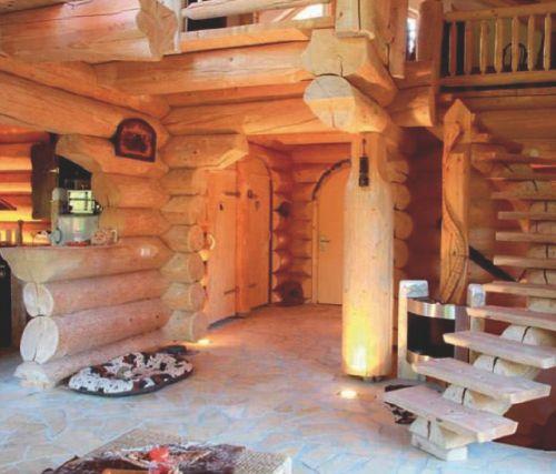 Бревенчатый дом ручной рубки