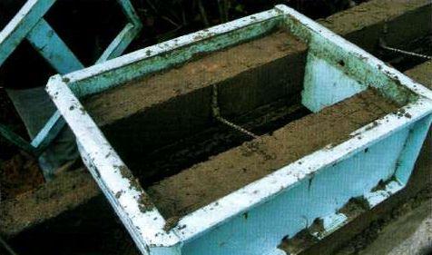 Армирование гибкими связями диаметром 6 мм из базальтовых волокон, их закладывают в каждый стеновой блок при его формировании.
