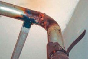 Врезку приварили к оцинкованной стальной трубе