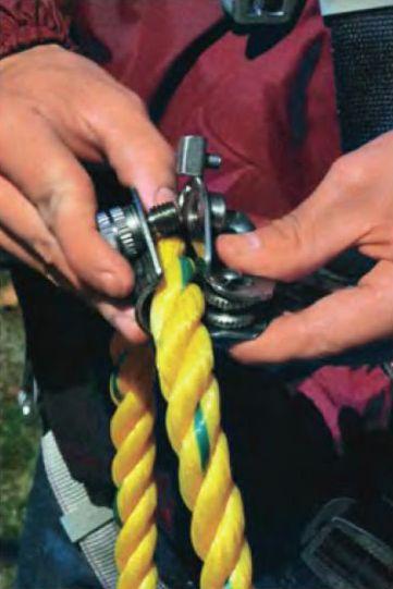 Блокирующие устройства с вытяжным тросом
