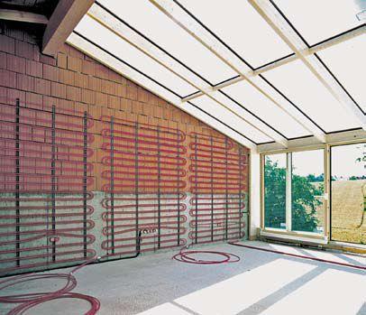 В отличие от традиционных систем отопления/охлаждения, системы настенного отопления Rehau позволяют достигнуть оптимального уровня теплового комфорта
