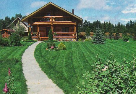 При скашивании травы вдоль дорожек и площадок колеса косилки с одной стороны ведут по полотну дорожки