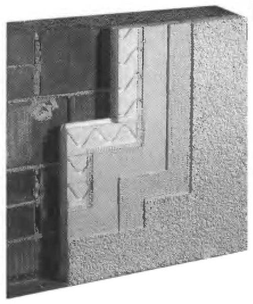 Теплоизоляция из полистирольных плит, которые устанавливаются встык на внешней стене, затем на них наносится покрытие