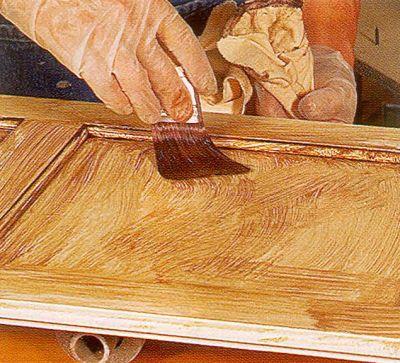 Нанесите состав кистью на плоские поверхности