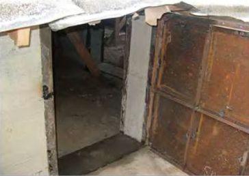 Железная дверь в подполье