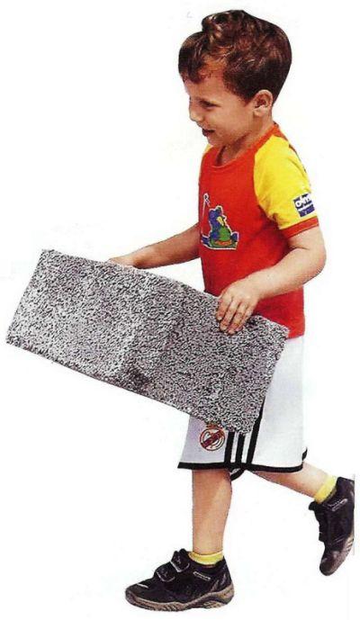 Стеновые блоки необычайно легки: вес симпролит - блока не более 7 кг