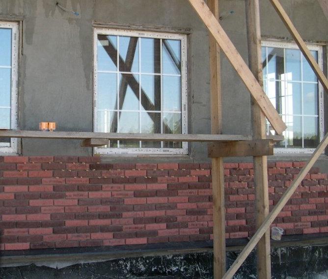 Облицовка фасада дома искусственым камнем
